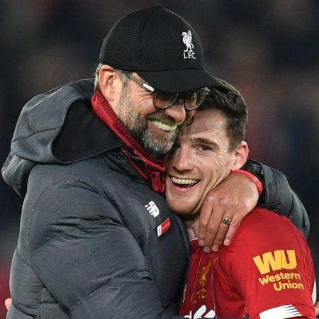 Klopp, Liverpool'un yaralanma krizinin ortasında Robertson veya Henderson'ı stoperde kullanmaya açık