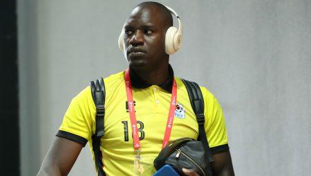 """""""Denis, Mandela Stadyumu dışındaki heykeli hak ediyor"""" – Twitter, Onyango'nun Uganda'dan ayrılmasıyla tepki veriyor"""